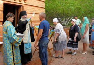 Молебное пение с чтением акафиста Урюпинской иконы Божией Матери и малое освящение воды на Святом источнике