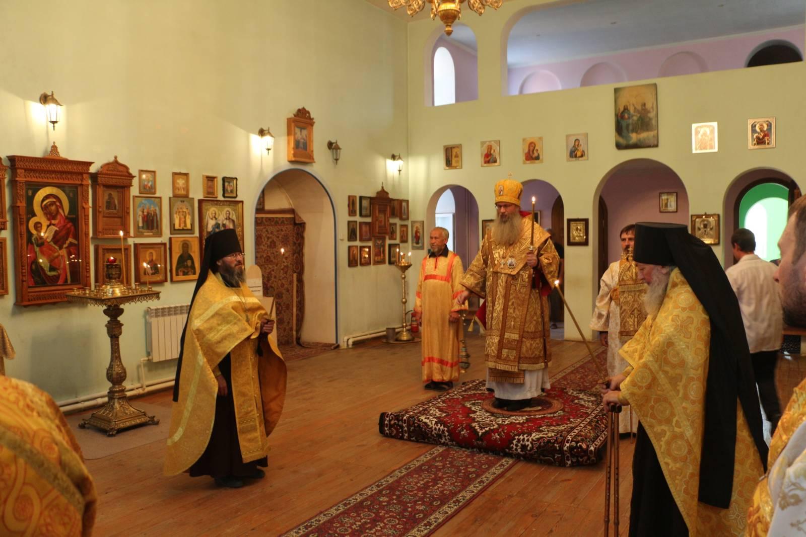 Всенощное бдение в Каменнобродском Свято-Троицком мужском монастыре.