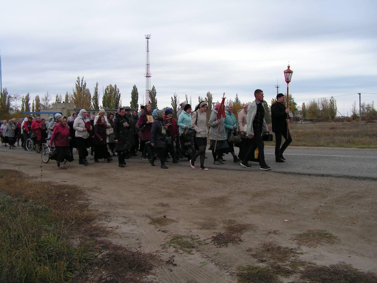 Традиционный ежегодный крестный ход вокруг города Фролово.