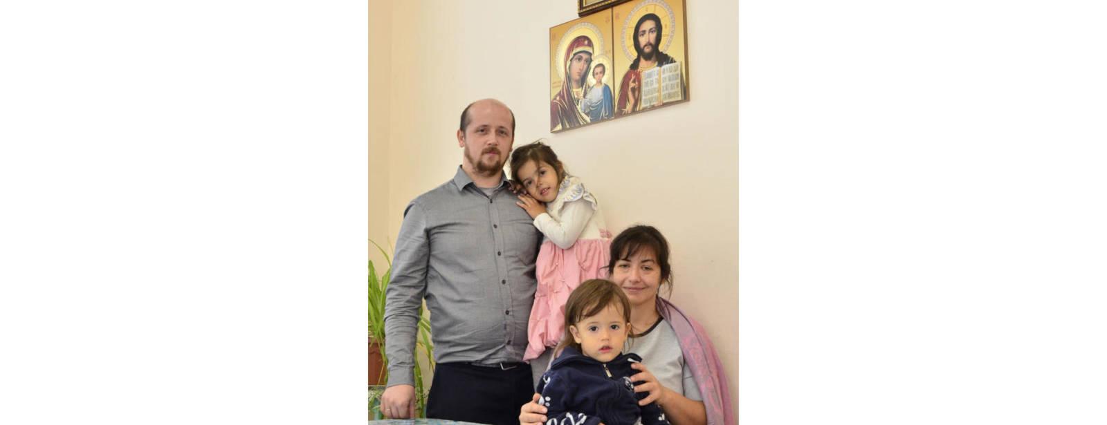 С папой вместе мы семья.