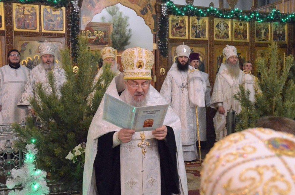 Поздравление владыки Феодора с Рождеством Христовым за вечерним богослужением.