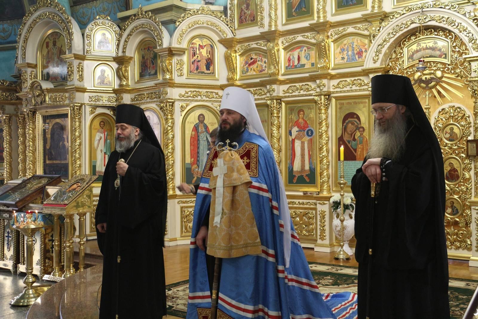В День празднования Собора Вселенских учителей и святителей Василия Великого, Григория Богослова и Иоанна Златоустого.