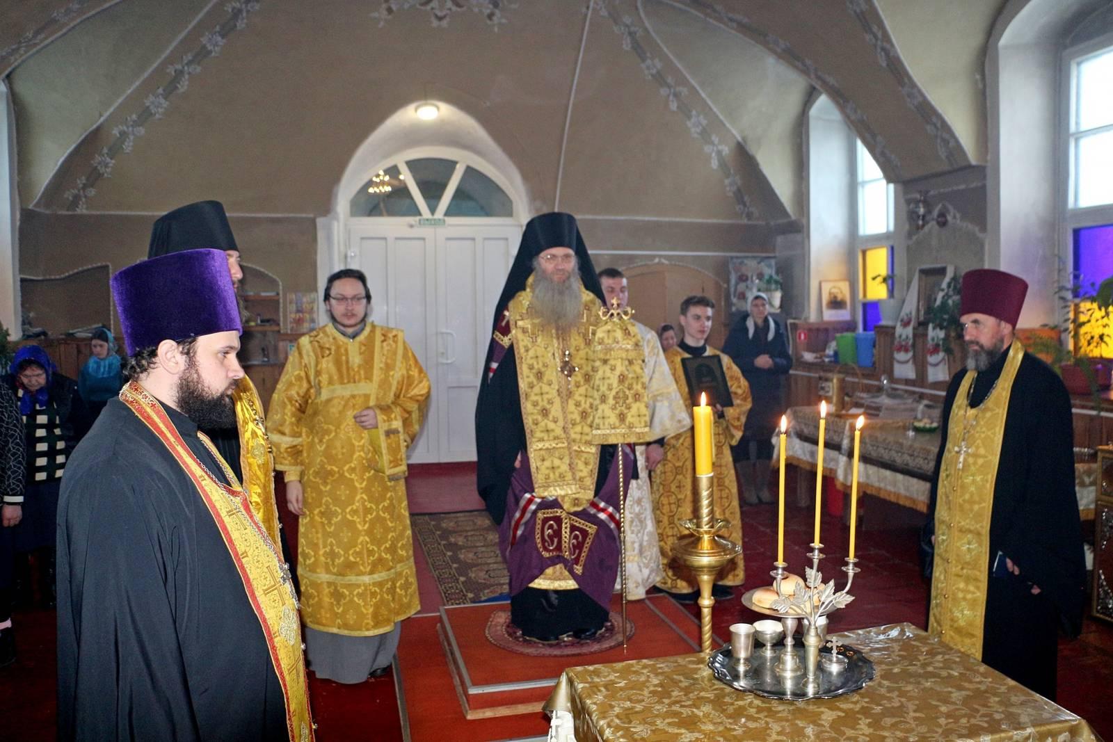 В канун Собора вселенских учителей и святителей Василия Великого, Григория Богослова и Иоанна Златоустого.
