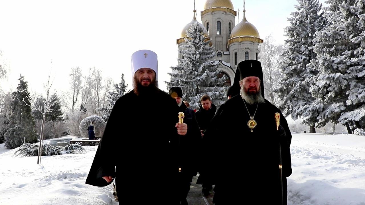 Митрополит Волгоградский и Камышинский Феодор совершил панихиду на Мамаевом кургане.