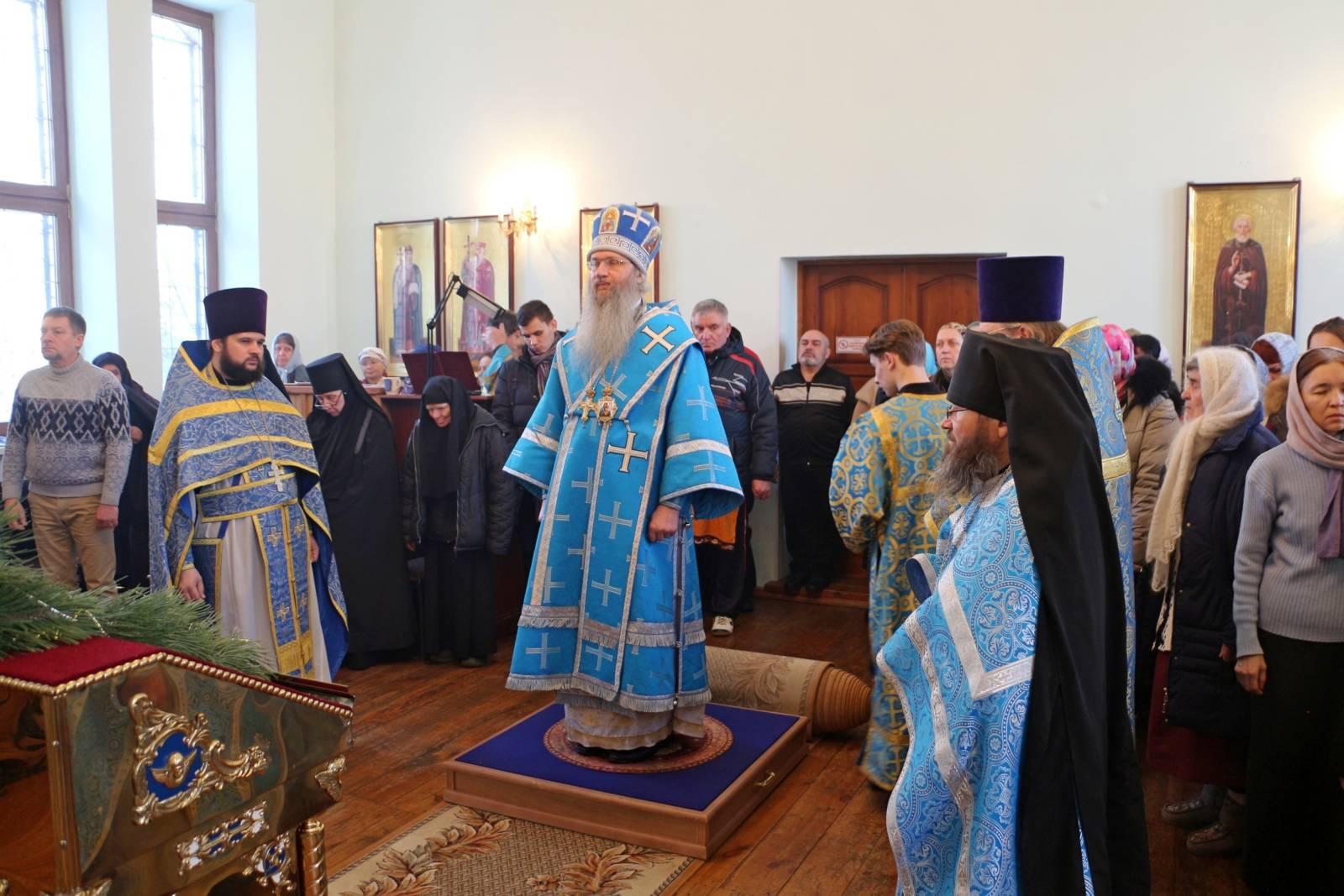 В День памяти Перенесение мощей сщмч. Игна́тия Богоносца, епископа.