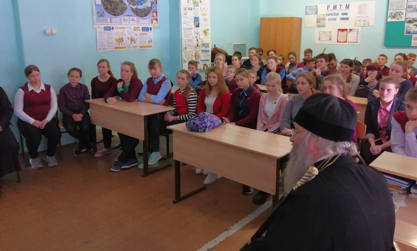 Епископ Урюпинский и Новоаннинский Елисей посетил Упорниковский лицей.