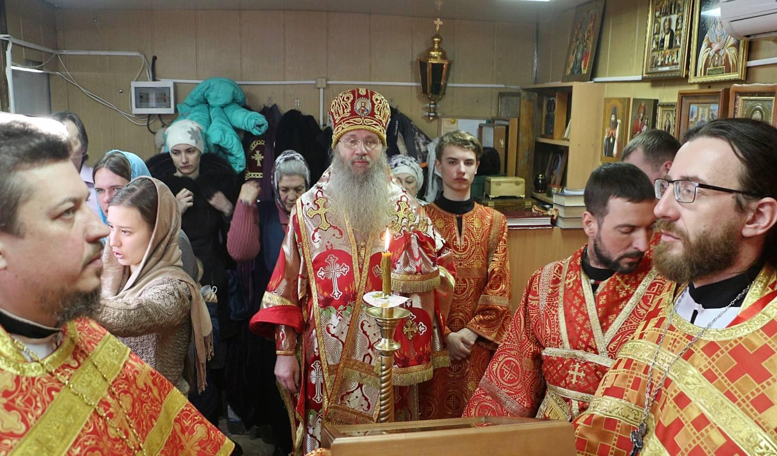 В День Первого (IV) и второго (452) обре́тения главы Иоанна Предтечи.