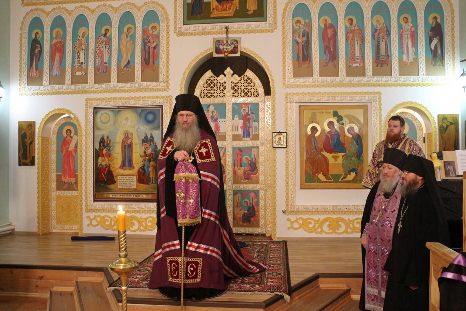 Вечернее богослужение Полиелей в Свято – Троицком Каменно-Бродском мужском монастыре.