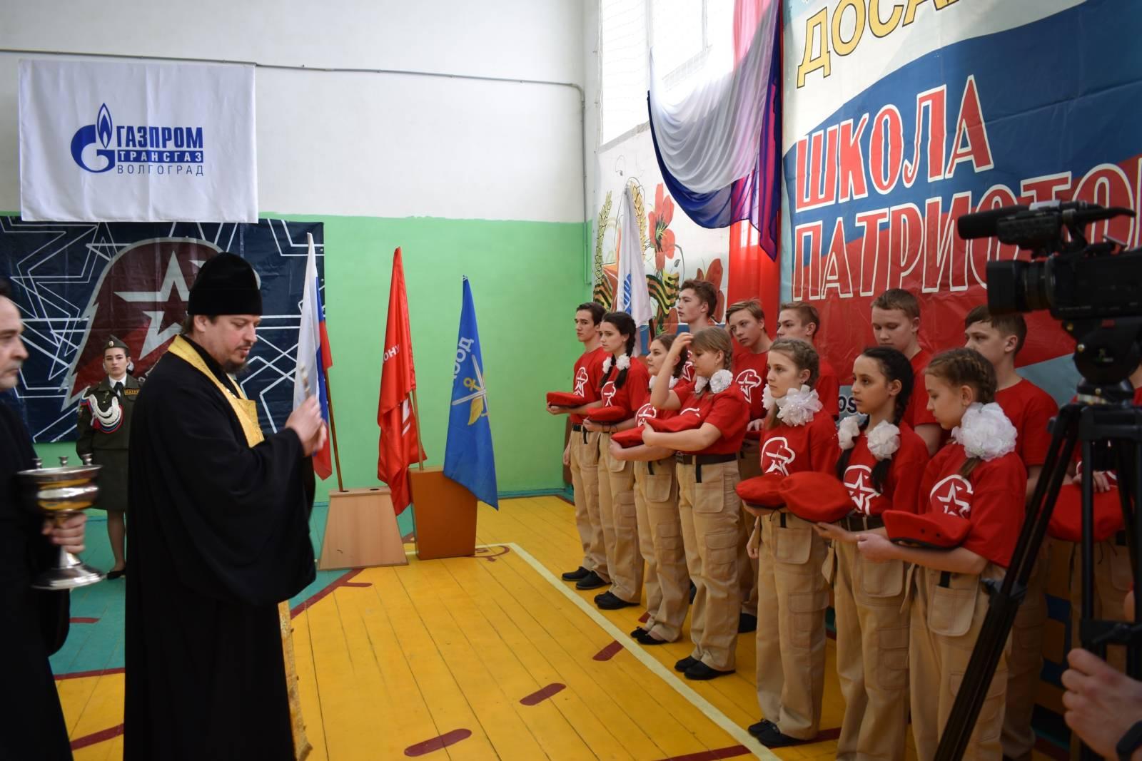 Протоиерей Алексий Маслов благословил бубновских юнармейцев.