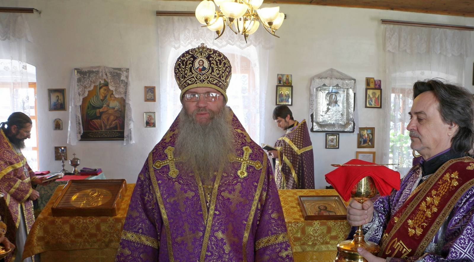 Божественная Литургия Преждеосвященных Даров в часовне в честь Вознесения Господня.