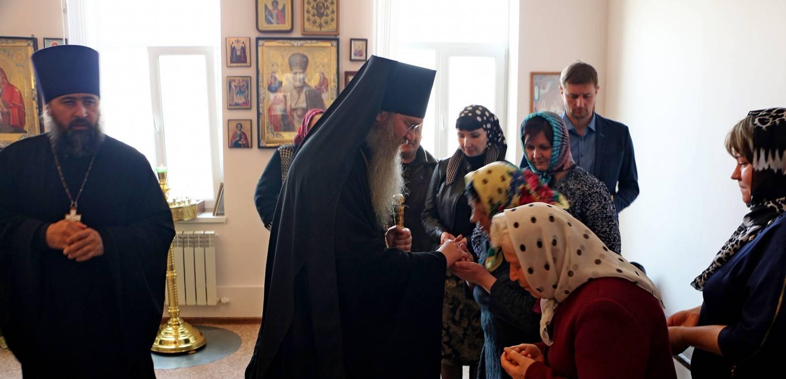 Епископ Елисей посетил дом милосердия «Виктория».