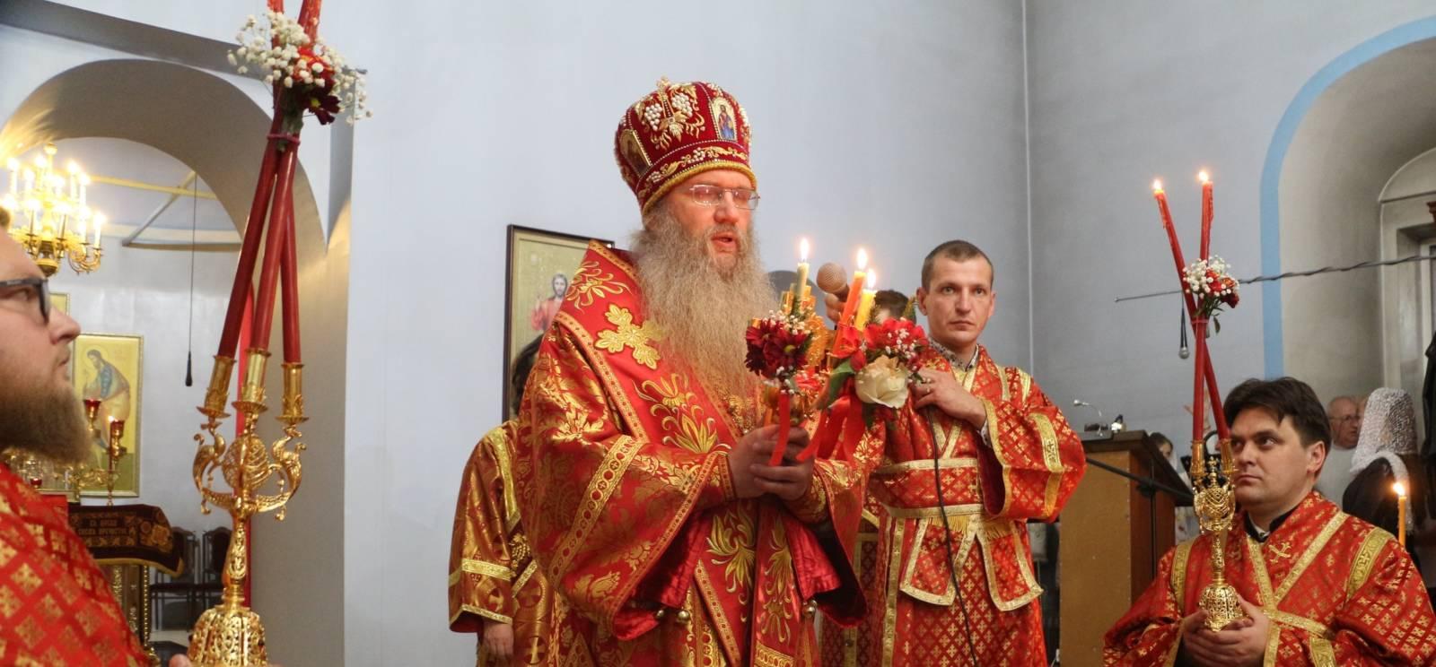 Пасхальное торжественное богослужение в Покровском кафедральном соборе г. Урюпинска.