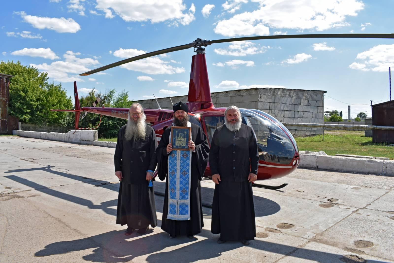 Воздушный крестный ход вокруг г. Урюпинска с Урюпинской иконой Божией Матери.