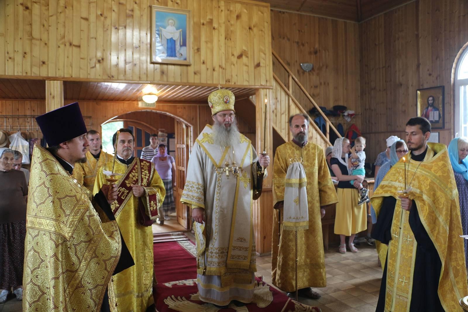 В канун Недели 2-й по Пятидесятнице, Всех святых в земле Российской просиявших.