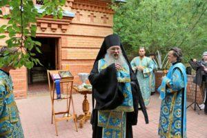Молебен с чтением акафиста Урюпинской иконы Божией Матери на Святых горах.