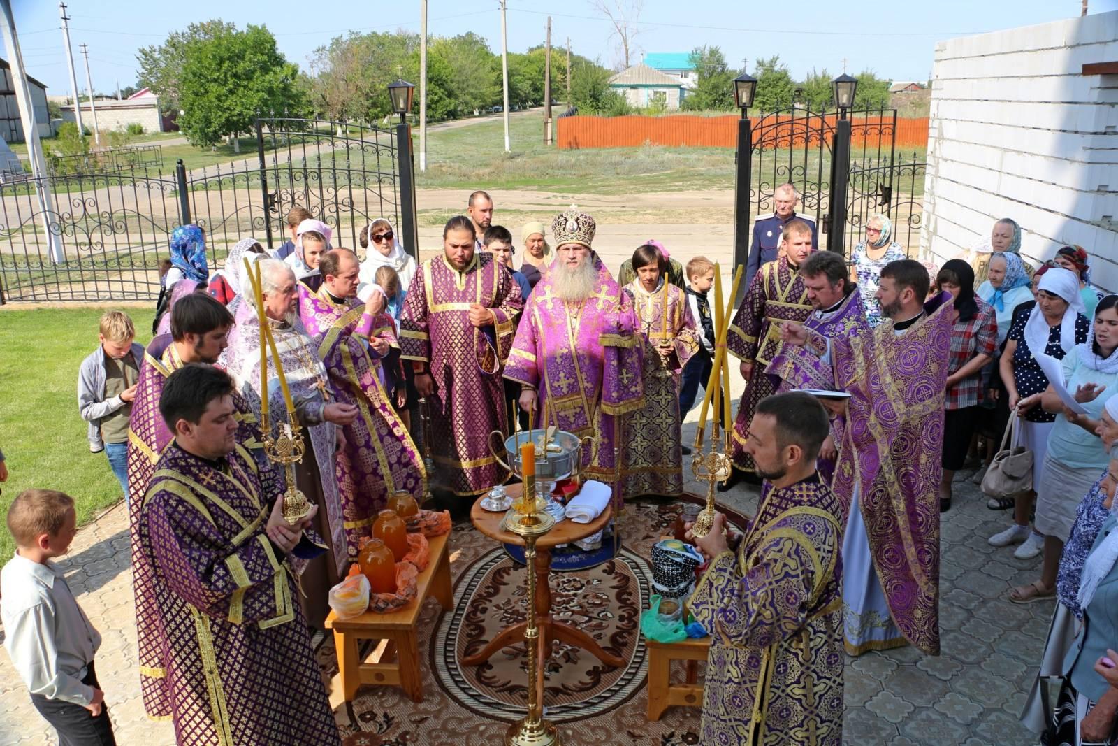 В празднование Происхождения Честны́х Древ Животворящего Креста Господня