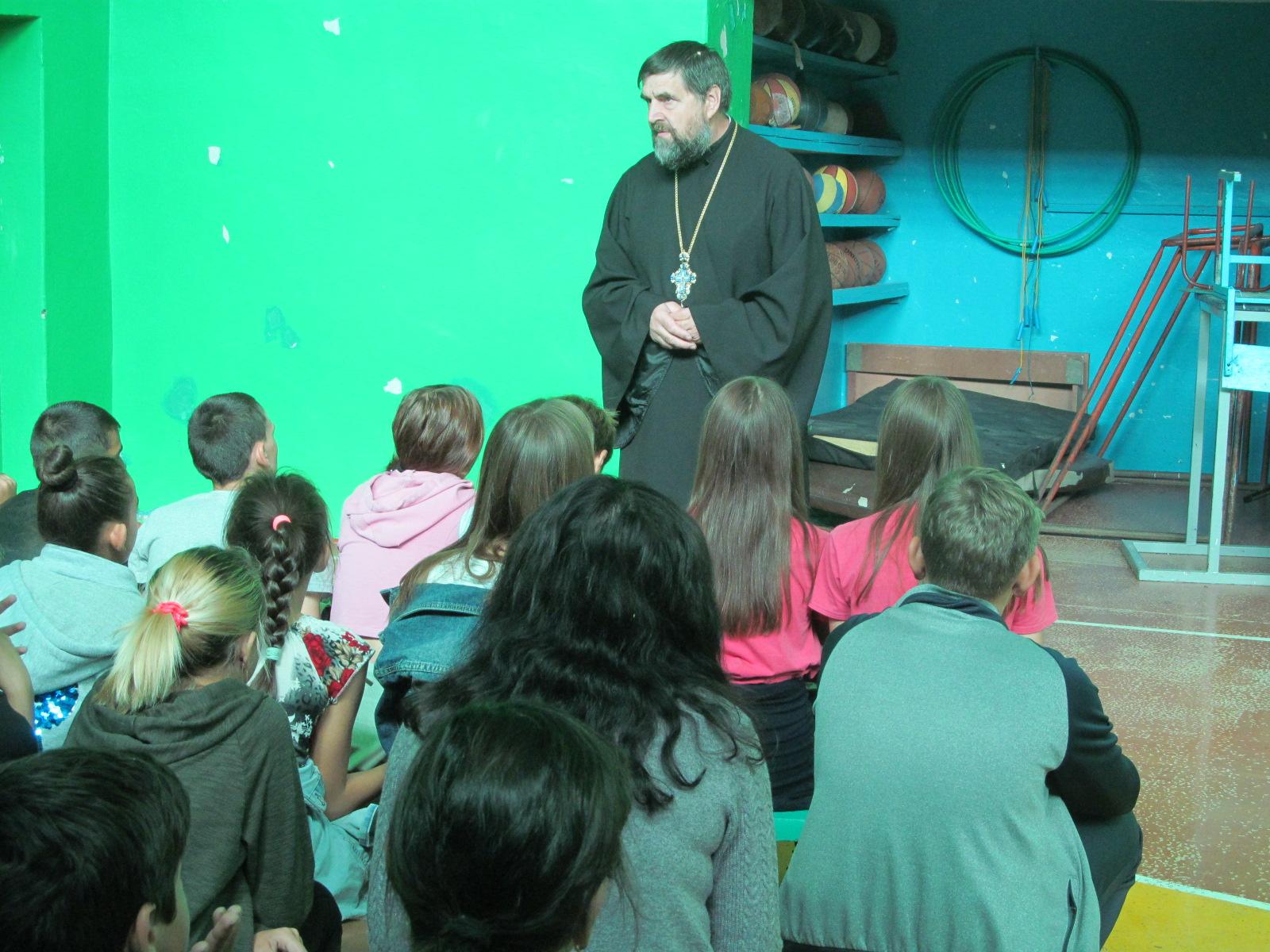 Священник побеседовал с еланскими школьниками