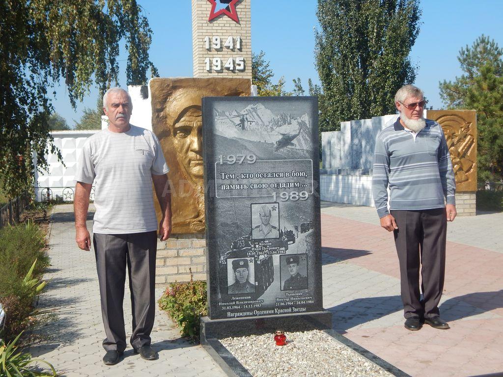 В Красном Яру освятили памятник «афганцам»