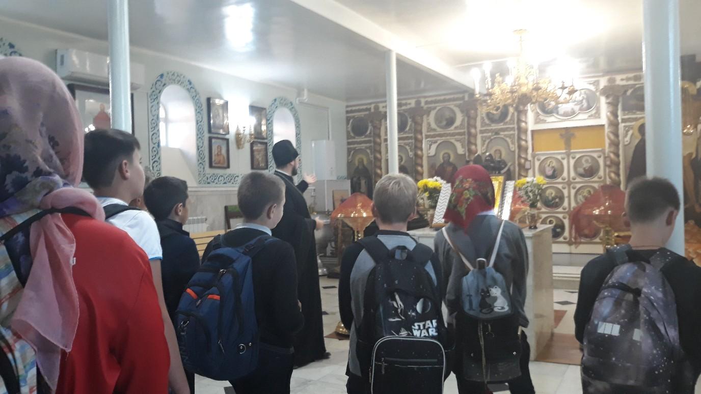 Жирновские школьники побывали на экскурсии в храме