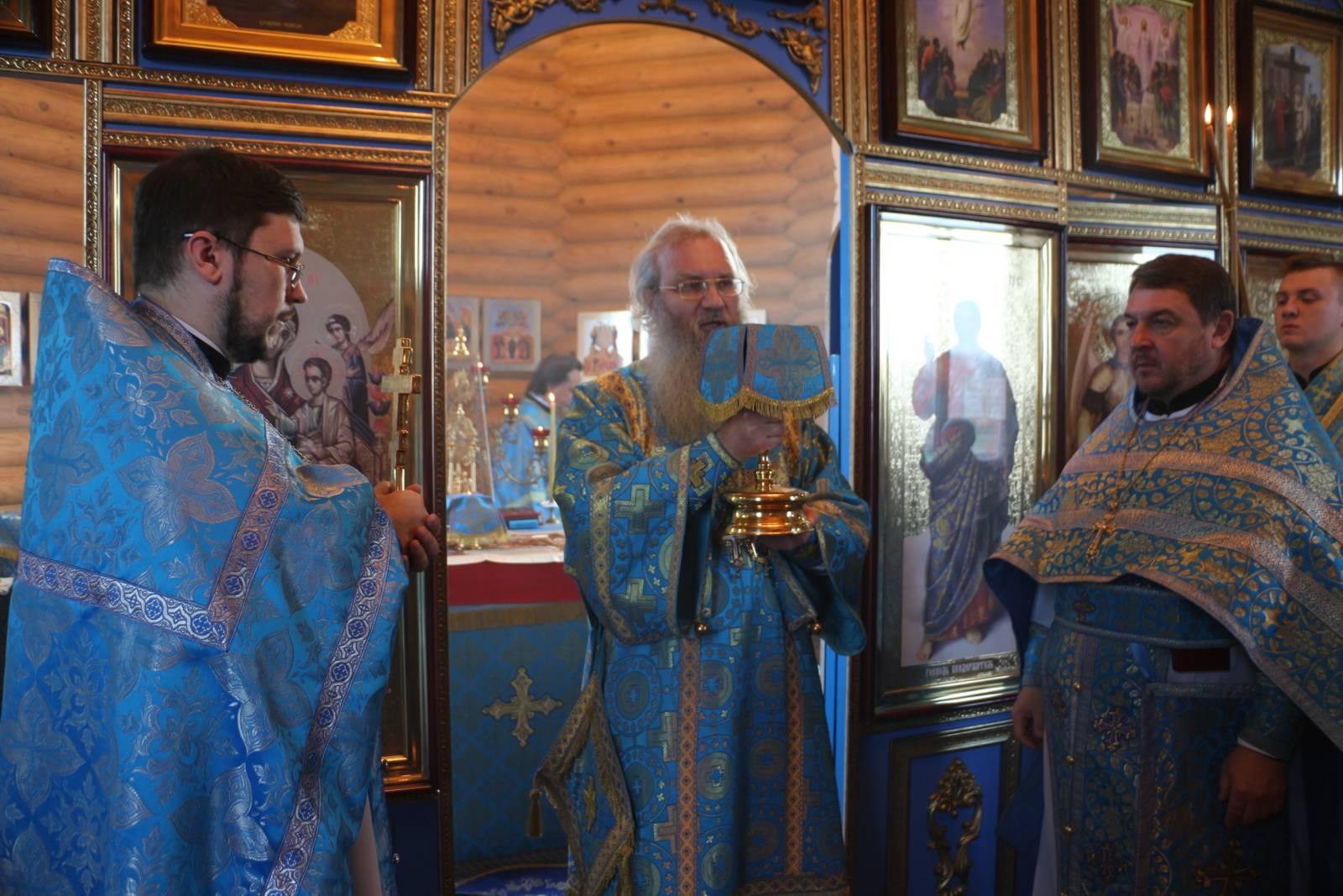 В празднование Иверской иконы Божией Матери