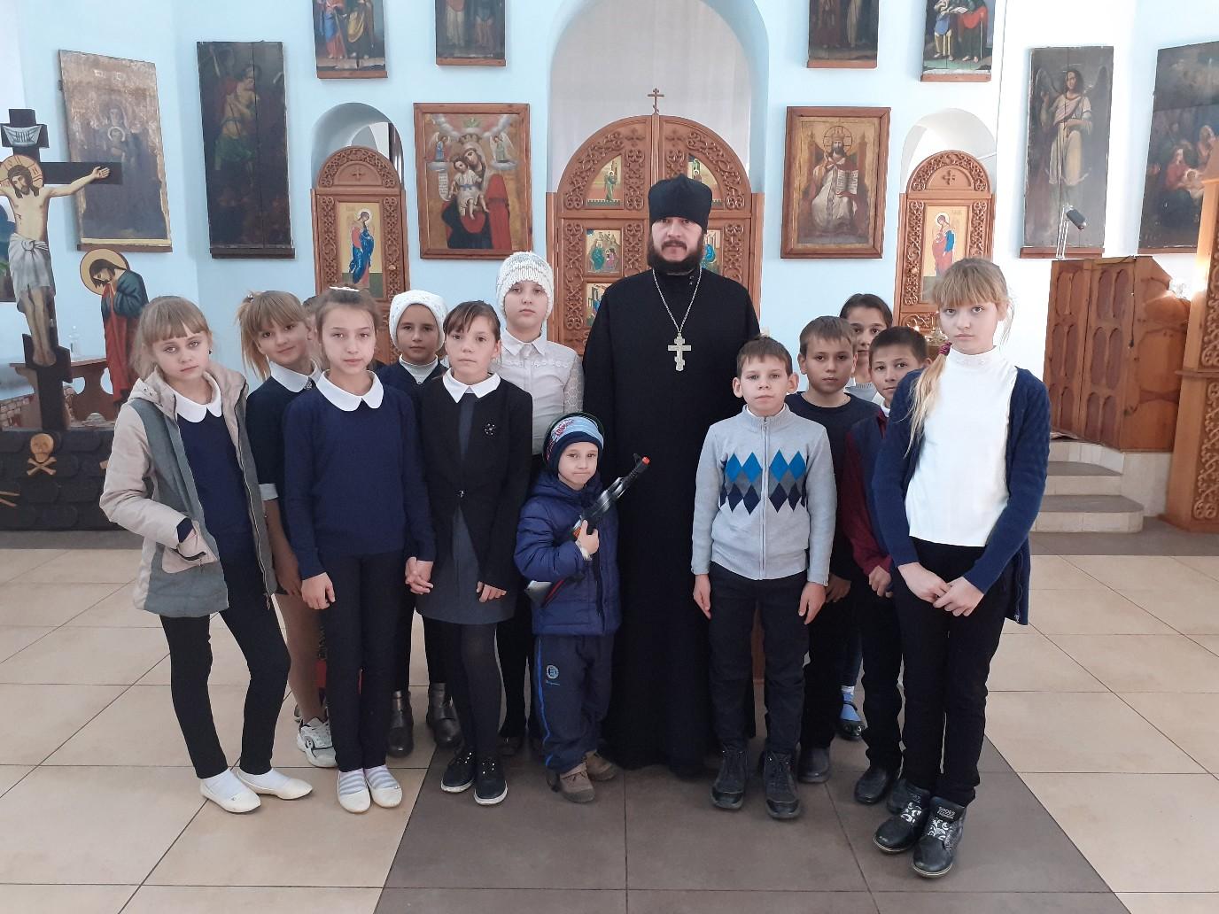 Школьная экскурсия в храме