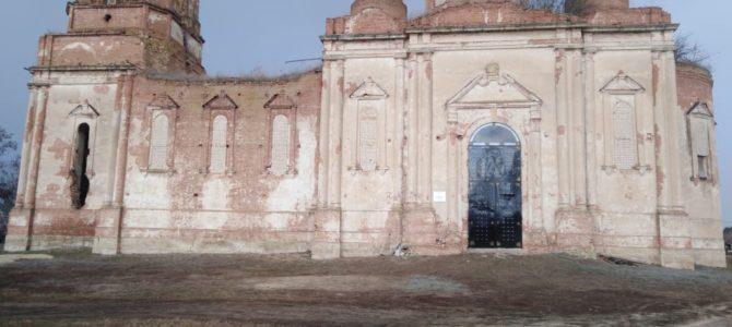 В храме установили новые ворота